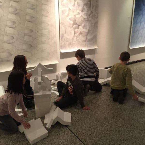 Die Klasse 4g besuchte die Kunstausstellung im Neuen Rathaus
