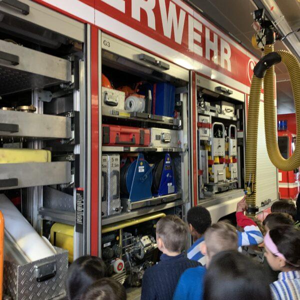 Geräte in den Feuerwehrautos