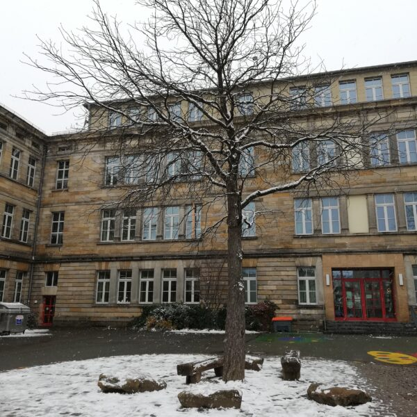 Graserschule schneebedeckt